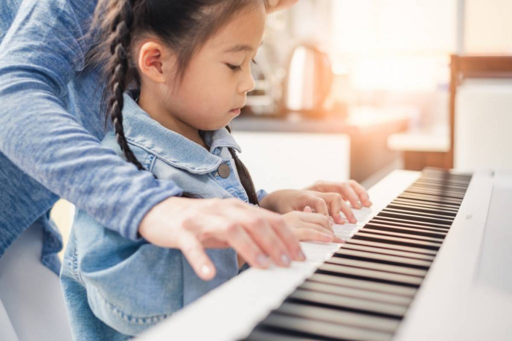 apprendre-piano-a-son-enfant