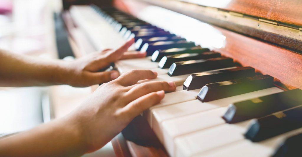 Les cours de piano en ligne de plus en plus plébiscités par les parents