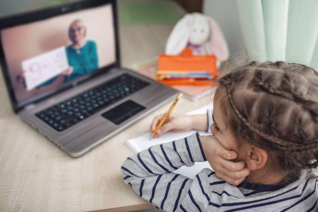 La vigilance des parents face aux dangers du web : des portails d'accès spécialement conçus pour les jeunes