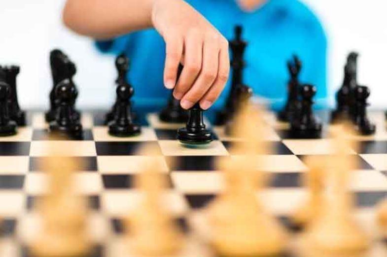 apprendre échecs aux enfants